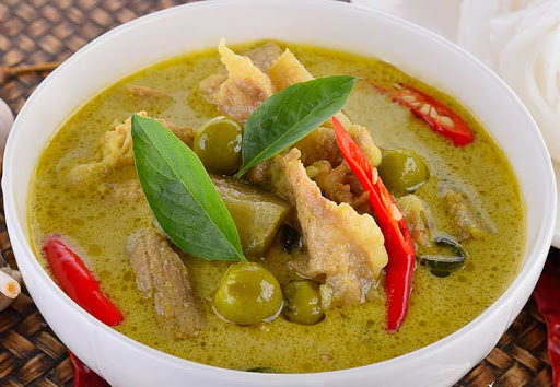 แกงเขียวหวาน อาหารที่ขึ้นชื่ออีกหนึ่งอย่างของไทย ที่รสชาติ หอมเครื่องแกง กลมกลอม