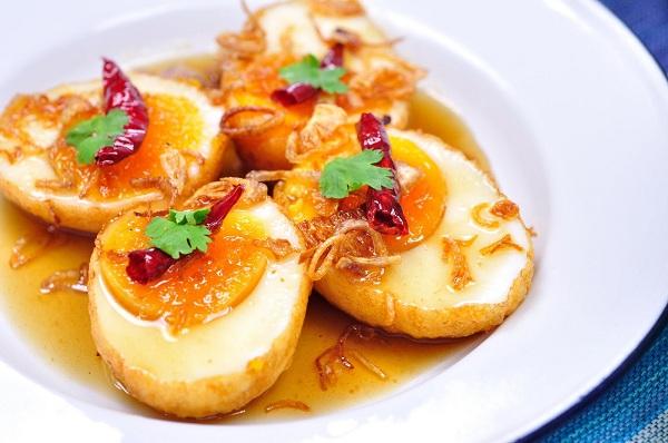 ไข่ลูกเขย มีรสชาติเปรี้ยวหวานหน่อย ๆ รับประทานกับข้าวสวยอร่อยดี